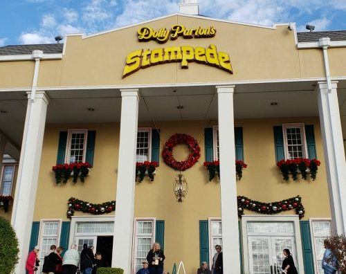 dolly parton stampede theater branson missouri 500x396 - Dolly Parton's Christmas Stampede