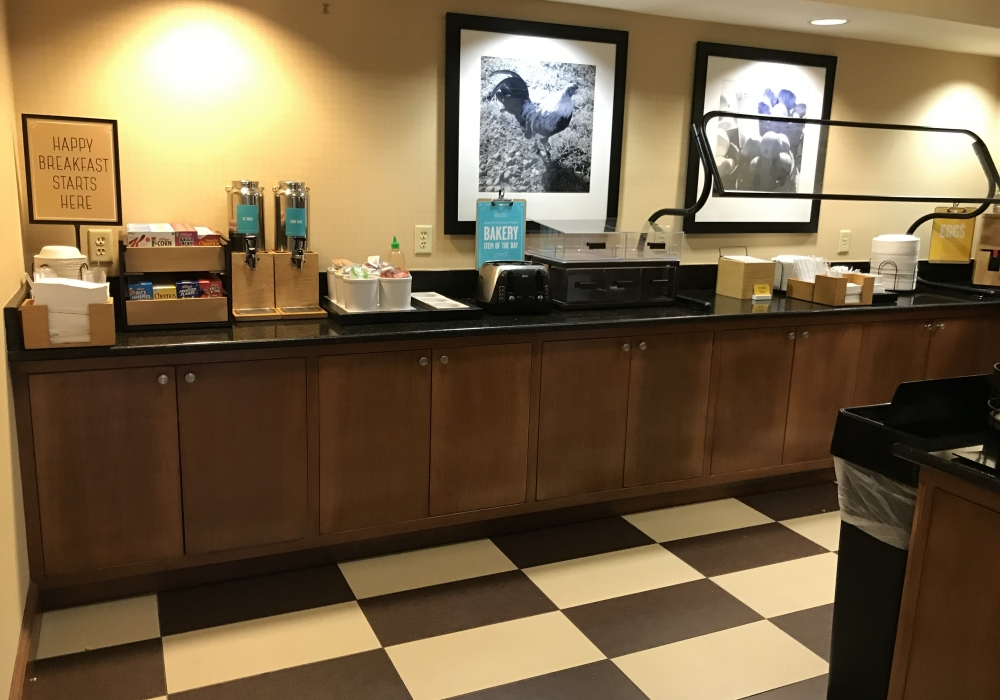 HamptonInnBreakfast3 1000x700 c - Hampton Inn Jacksonville Beach - An Affordable Getaway